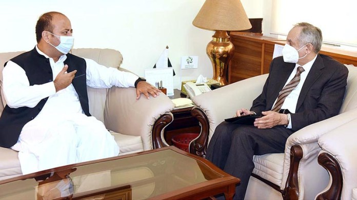ISLAMABAD: October 22 - Abdul Razak Dawood, Advisor to the PM on Commerce and Investment in a meeting with Mr. Waqar Ali, Finance Minister, Gilgit Baltistan. APP