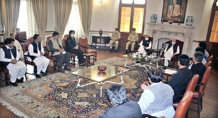 LAHORE: October 28 – President Dr. Arif Alvi along with Governor Punjab Chaudhry Muhammad Sarwar in a meeting with Pakistan Tehreek-e-Insaf Welfare Wing at Governor House. APP Photo by Rana Imran