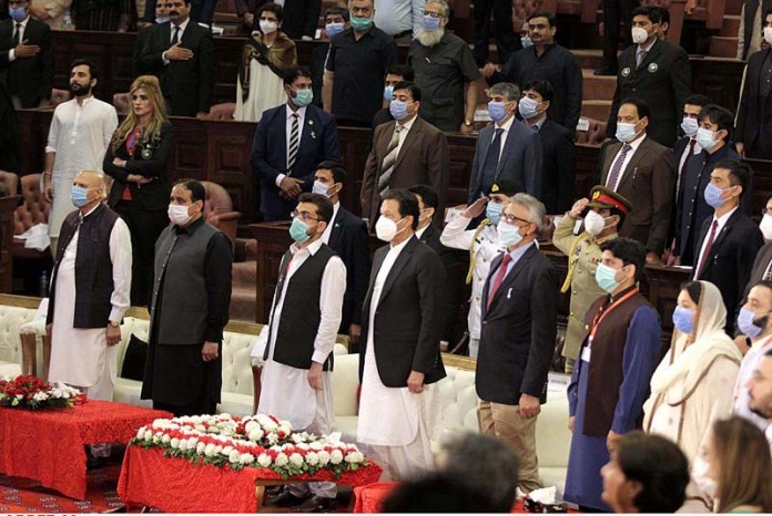 LAHORE: October 28 – Prime Minister Imran Khan, Governor Punjab Chaudhary Muhammad Sarwar and Chief Minister Punjab Sardar Usman Buzdar standing in respect of national anthem during