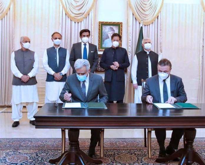 ISLAMABAD: October 15 - Prime Minister Imran Khan witnesses signing of Financing Agreements between World Bank and Government of Pakistan. APP