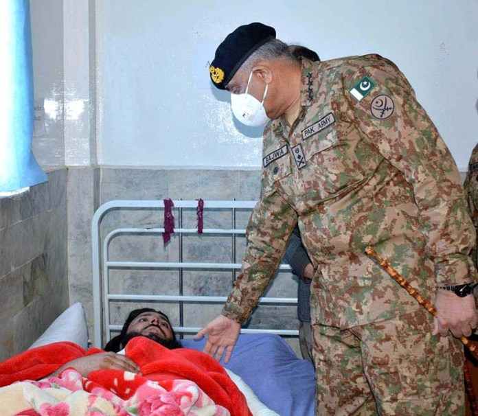 RAWALPINDI: October 28 – Chief of Army Staff General Qamar Javed Bajwa inquiring about the health of injured of yesterday's blast during his visit at Lady Reading Hospital. APP