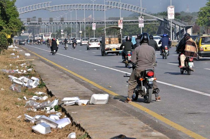 A view of garbage spreading along Expressway after Tehreek-e-Labaik Pakistan sit in near Faizabad Interchange