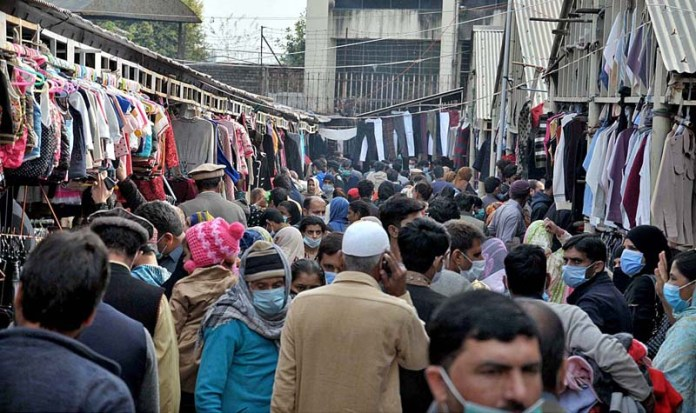 A large number of people visiting weekly Sunday Bazaar for purchasing without maintaining social distancing