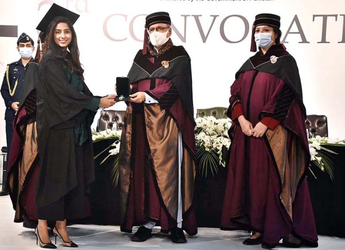 President Dr. Arif Alvi awarding medals among the position holder students during 3rd Convocation of the Pakistan Institute of Fashion and Design (PIFD) at PIFD