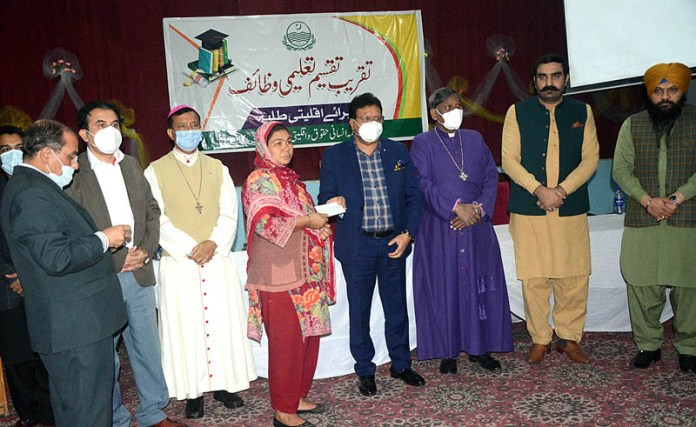 Provincial Minister for Human Rights Ejaz Alam Augaistain distributing scholarship cheques among minority students at Saint Anthony School