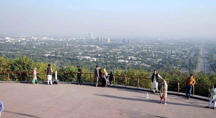 ISLAMABAD: November 05 – Visitors enjoying the city's aerial view during their visit to Damn-e-Koh. APP photo by Irfan Mahmood