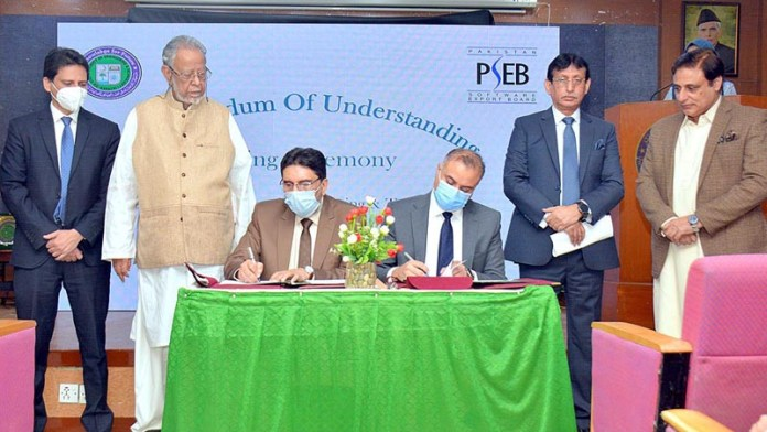 KARACHI: November 06 - Federal Minister for IT Syed Amin UI Haque witnessing during the MoU signing ceremony between Pakistan Software Export Board & Sir Syed University at Sir Syed University of Engineering & Technology (SSUET). APP photo Syed Abbas Mehdi
