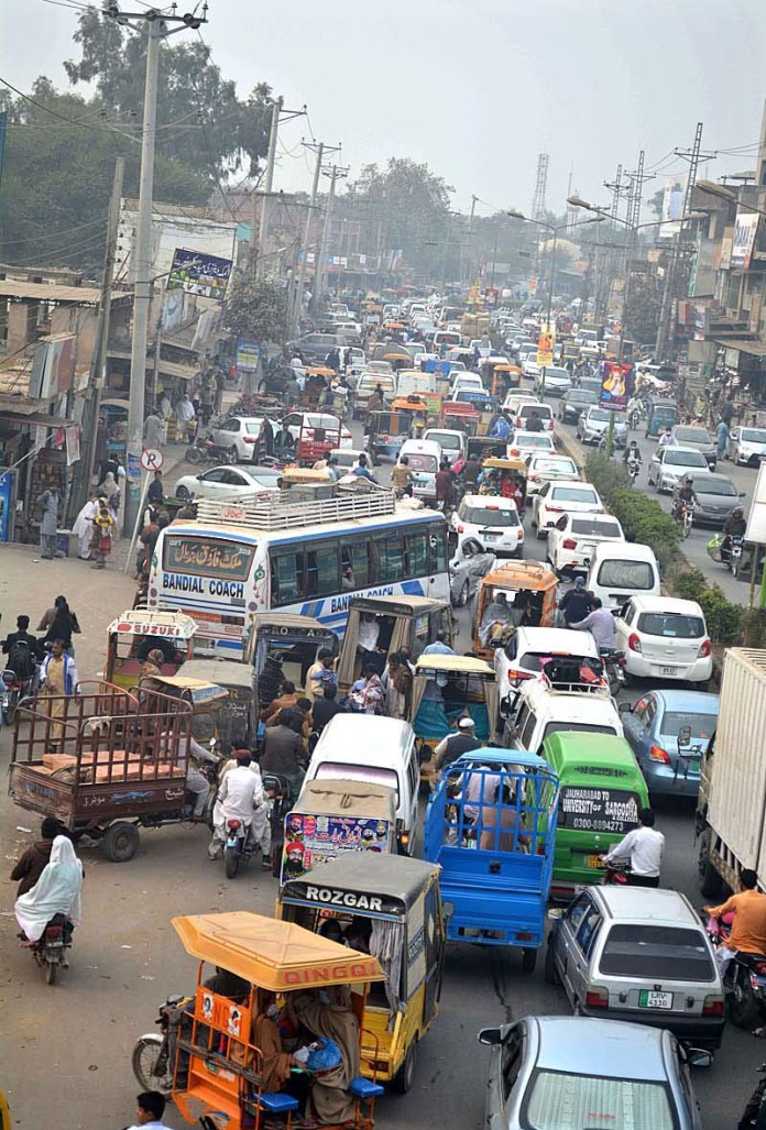 A view of massive traffic jams at City Road and needs the attention of concerned authorities