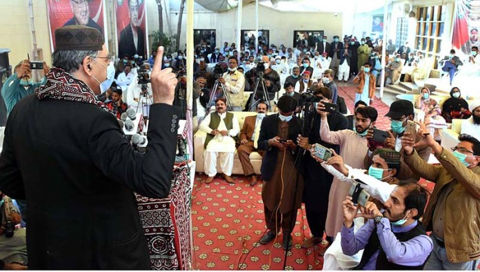 Federal Minister for Planning, Development and Special Initiatives (PDSI) Asad Umar addressing to party workers at residence of PTI leader Dado Allah Bakhsh Khan Unar at Bakrani