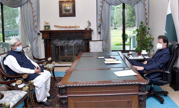 ISLAMABAD: November 09 – Minister for National Food Security & Research Syed Fakhar Imam calls on Prime Minister Imran Khan. APP