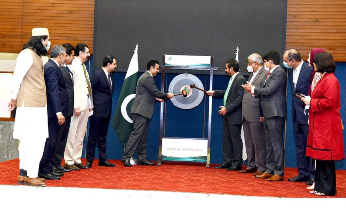 KARACHI: November 02 - Pakistan Stock Exchange (PSX) held a Gong Striking Ceremony upon listing of Agha Steel Industries Limited (ASIL) at the Stock Exchange. APP photo by M Saeed Qureshi