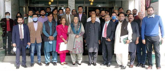 LAHORE: November 10 - Special Assistant to Punjab Chief Minister Dr. Firdous Ashifq Awan in a group photo after a meeting with DGPR officials. APP