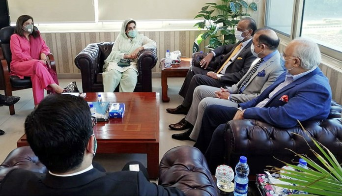 ISLAMABAD: November 06 – Rawalpindi chamber of commerce and industry (RCCI) President, Mr Nasir Mirza along with other top exercise calls on Minister for Inter Provincial Coordination Dr Fehmida Mirza to discuss the matters pertaining to business opportunities in the sports industry. APP