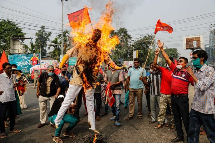 Supporters of leftist parties burn an effigy of Indian PM Narendra Modi in Kolkata.j