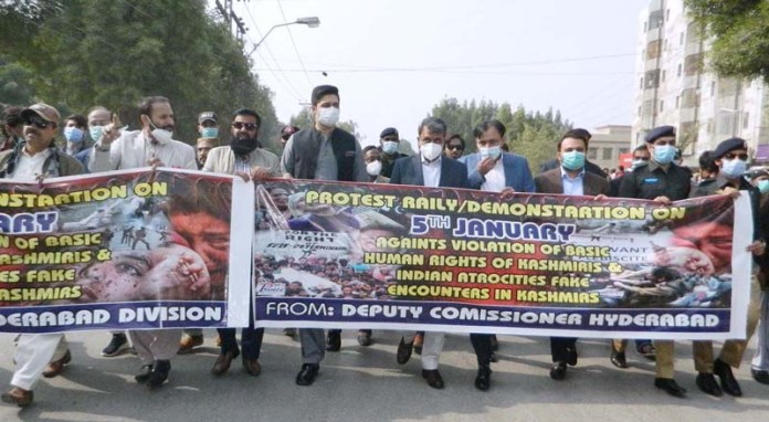 Commissioner Hyderabad Muhammad Abbas Balouch with Deputy Commissioner Fawad Ghafar Soomro leading protest rally on 5th January against violation of basic human rights of Kashmir & Indian atrocities fake encounters in Kashmir at Thandi Sarak