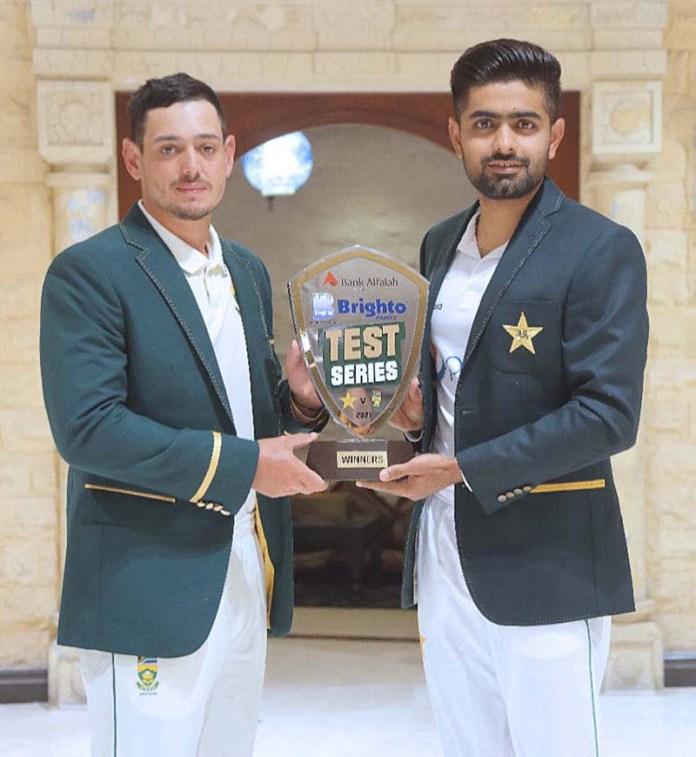 Pakistan captain Babar Azam and South Africa captain Quinton de Kock pose with Pakistan-South Africa Test series trophy
