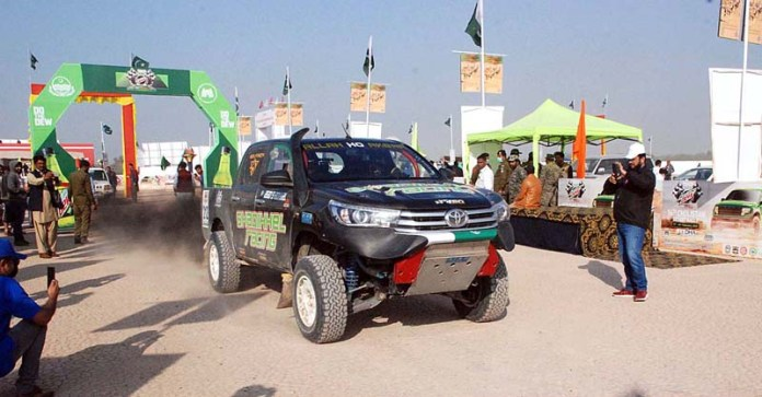 Racers participating in the first round of 16th Cholistan Jeep Rally at Derawar Fort