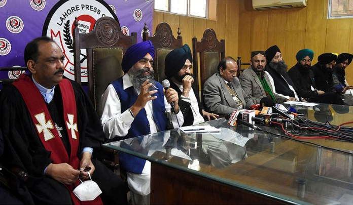 """All Religious Political and Social members """"Hindu, Sikh, Muslim, Christian"""" lead by Sikh Gurdwara Parbandhak Committee President Bishan Singh addressing a joint press conference about National Unity at Press Club"""