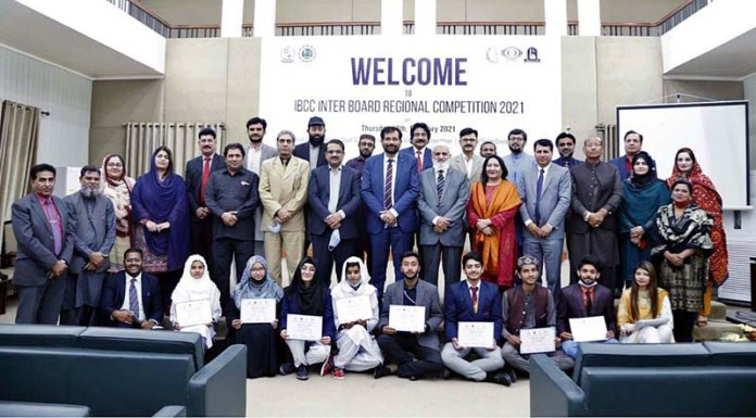 Pro Vice Chancellor, the Islamia Univerity of Bahawalpur Prof. Dr. Muhammad Ashraf and judges Teachers along with the position holder students of the competition of Recitation, Speeches and National Songs jointly organized by Bahawalpur Board of Intermediate and Secondary Education and Islamia University of Bahawalpur