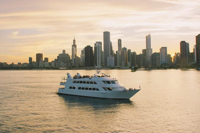 A Luxury Yacht Charter Is an Amazing Way to Tour Around the Beautiful Chicago