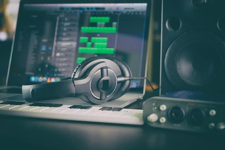 How to get headphones work on PC (Tech)