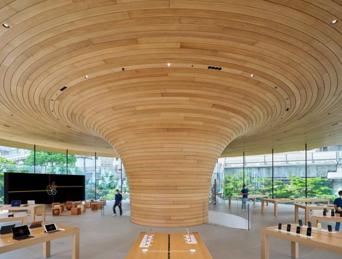L'interno di Apple Central World.
