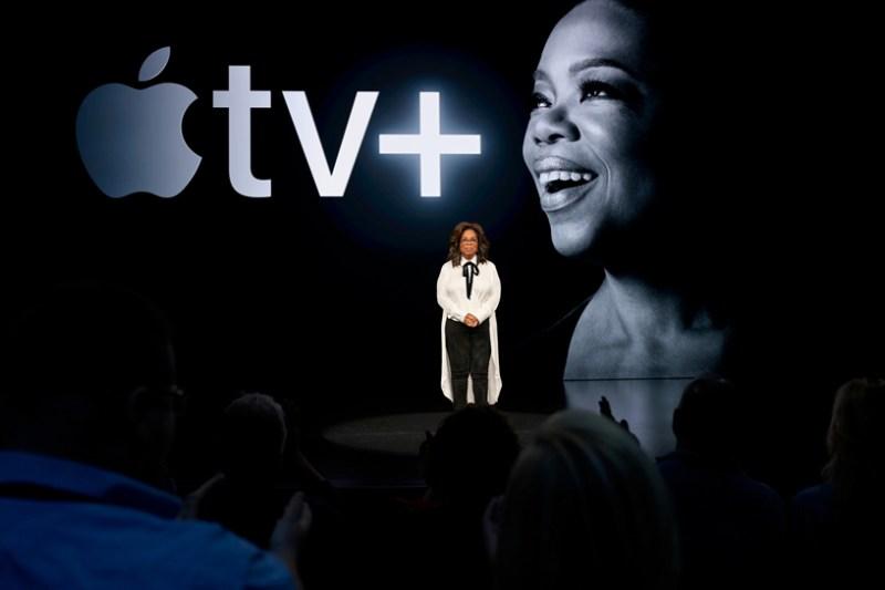Oprah en el escenario del Steve Jobs Theater.