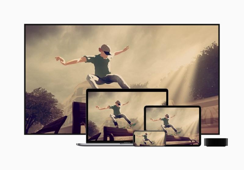 """TV, Mac, iPad y iPhone junto a Apple TV mostrando """"Skate City""""."""