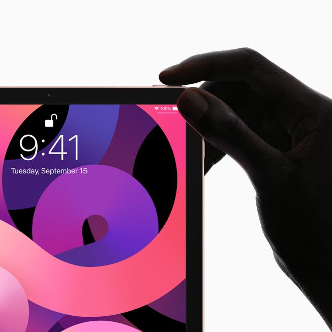Vista anteriore di iPad che mostra il design all-screen e il tasto superiore con il sensore Touch ID.