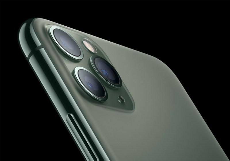 iPhone 11 Pro con textura de vidrio mate en la parte posterior.