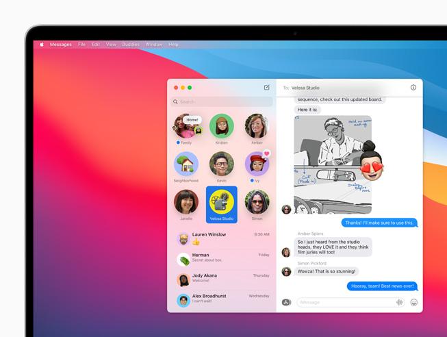 Conversazioni appuntate in Messaggi visualizzate su MacBook Pro.
