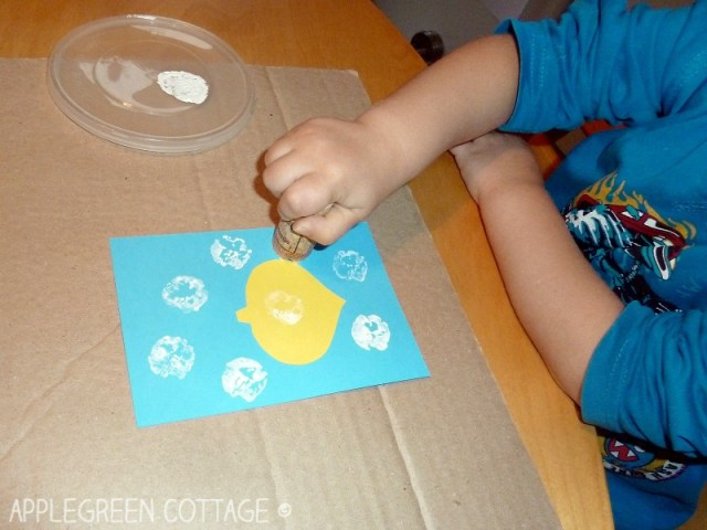 A simple winter activity for kids, cork stamping. Make cute little snowflakes in no time.