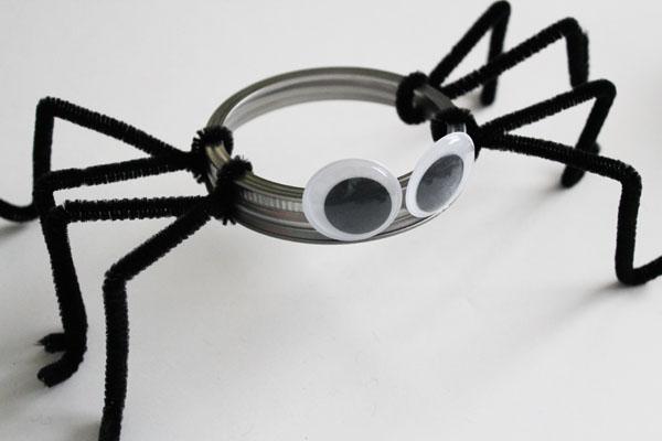 jar lid spider - Halloween kids crafts