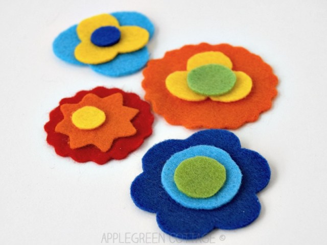 bookmark with flowers to sew