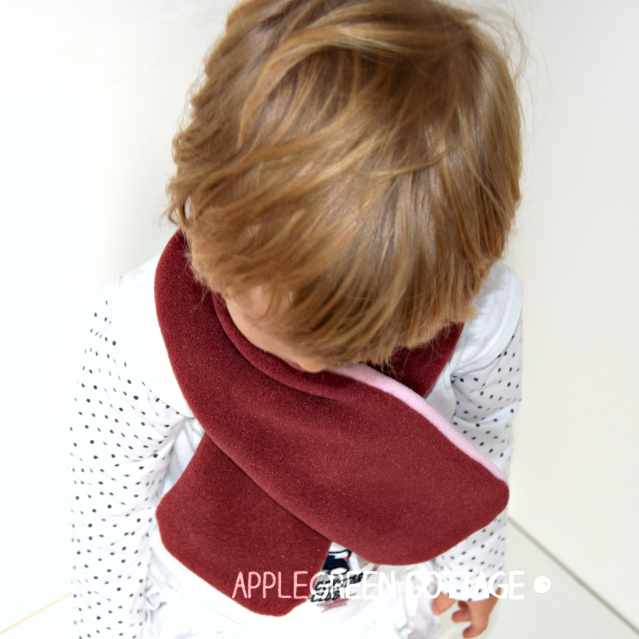 how to make a baby scarf - fleece scarf sewing tutorial