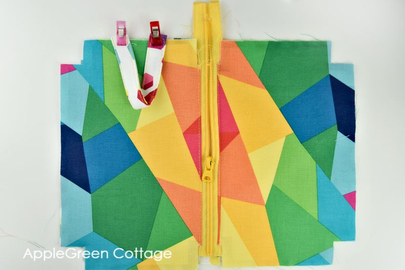 How to add handle to zipper pouch