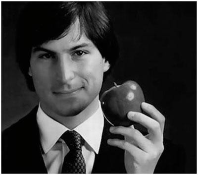 Steve Jobs con una manzana