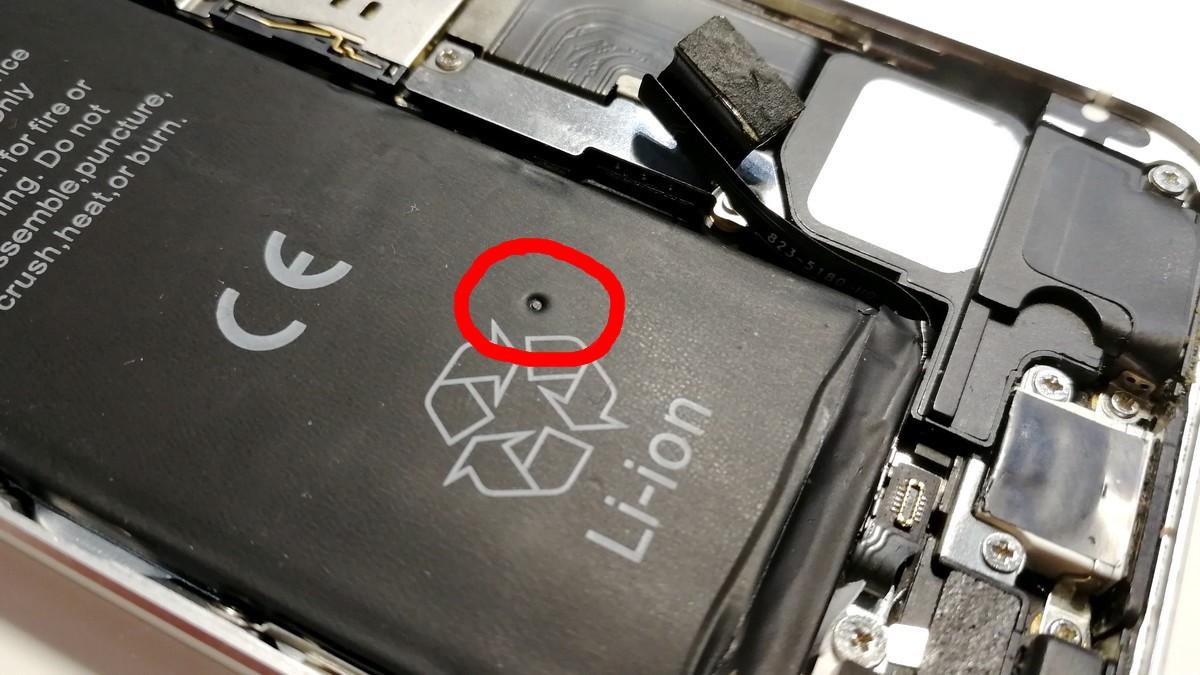 iPhone - poškozená baterie