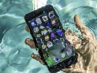 Čo urobiť, keď iPhone spadne do vody