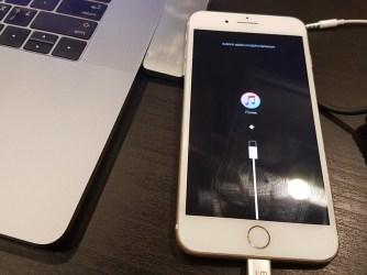 iPhone - černá obrazovka
