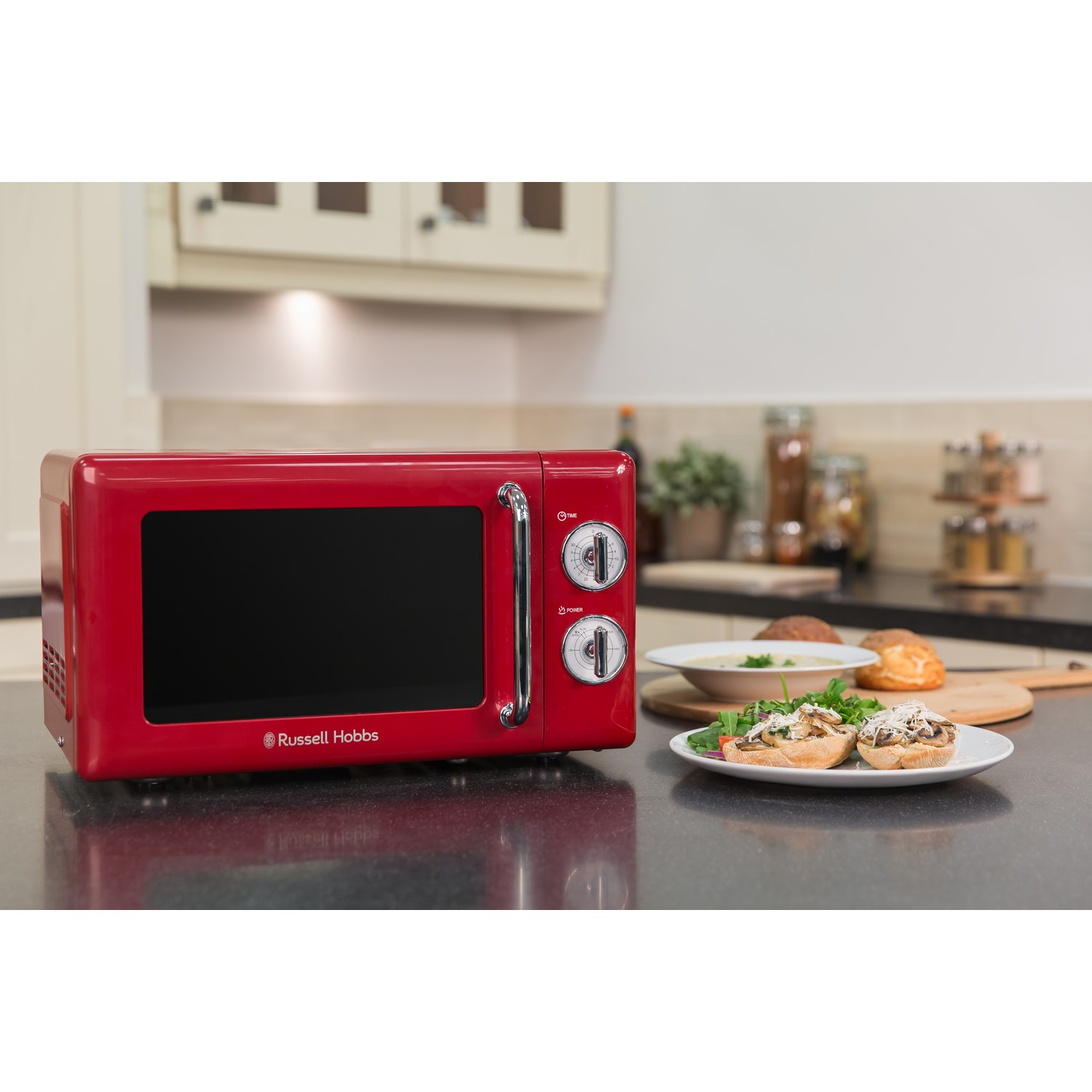 russell hobbs rhretmm705r retro 17l microwave oven red