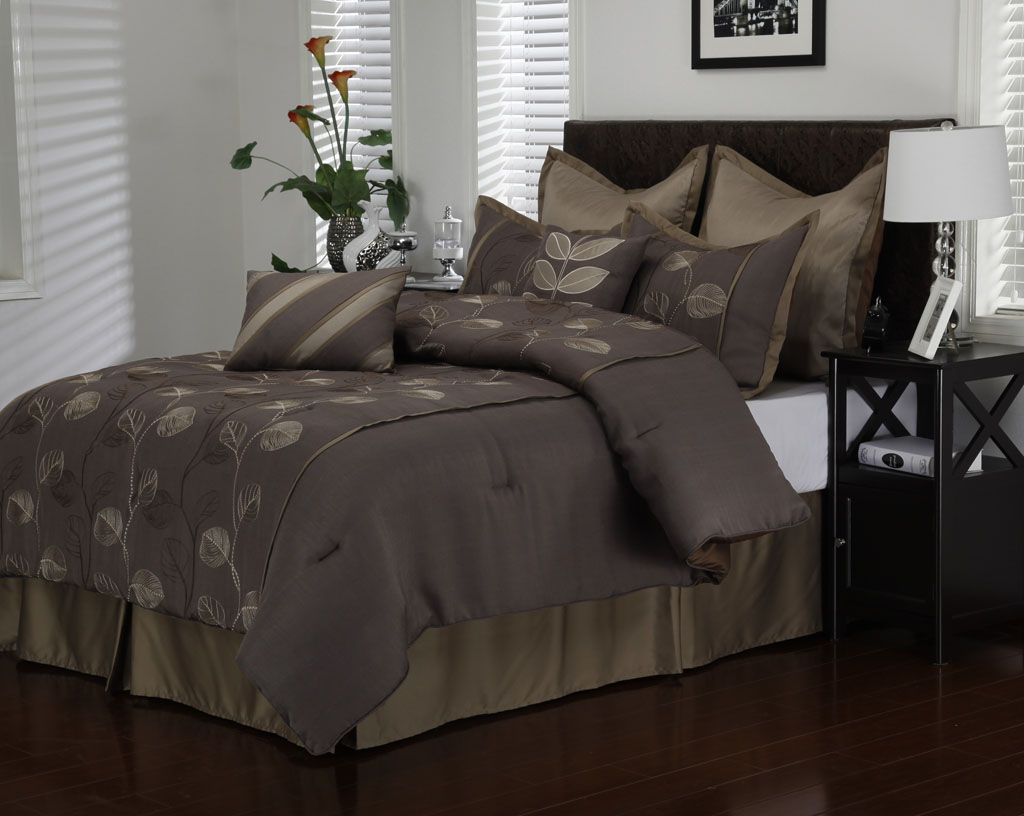 purple and black bedding set with floral pattern on the dark brown bedroom atmosphere ideas sets white pink painting quilts aqua comforter queen gothic apppie org