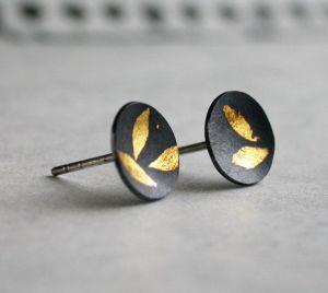 Comment faire dorer ou plaquer or ses bijoux ? Galvanoplastie, électrolyse, ou feuille d'or ?