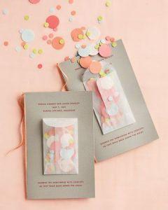 Des confettis, c'est festif, ludique et c'est surtout une bonne idée si vous avez une marque de bijoux ludique et pleine de peps !