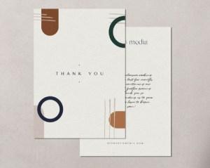 Les cartes de remerciement sont le moyen de prolonger l'univers graphique de votre marque de bijoux. Il permet également de créer un lien chaleureux avec sa clientèle.