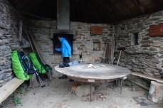 Refuge dans un four à pain, L'Estrade, Aveyron, GR65