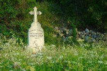 Tombe en fleurs, Ciro trail