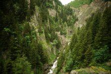 On suit la rivière vers Uzuntarla