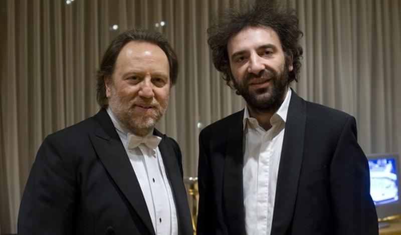 d194516c08 ... ore 21.30 la Filarmonica della Scala sarà in Piazza del Duomo con  Riccardo Chailly e Stefano Bollani per offrire ai milanesi un grande concerto  gratuito ...