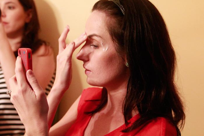 applying-facial